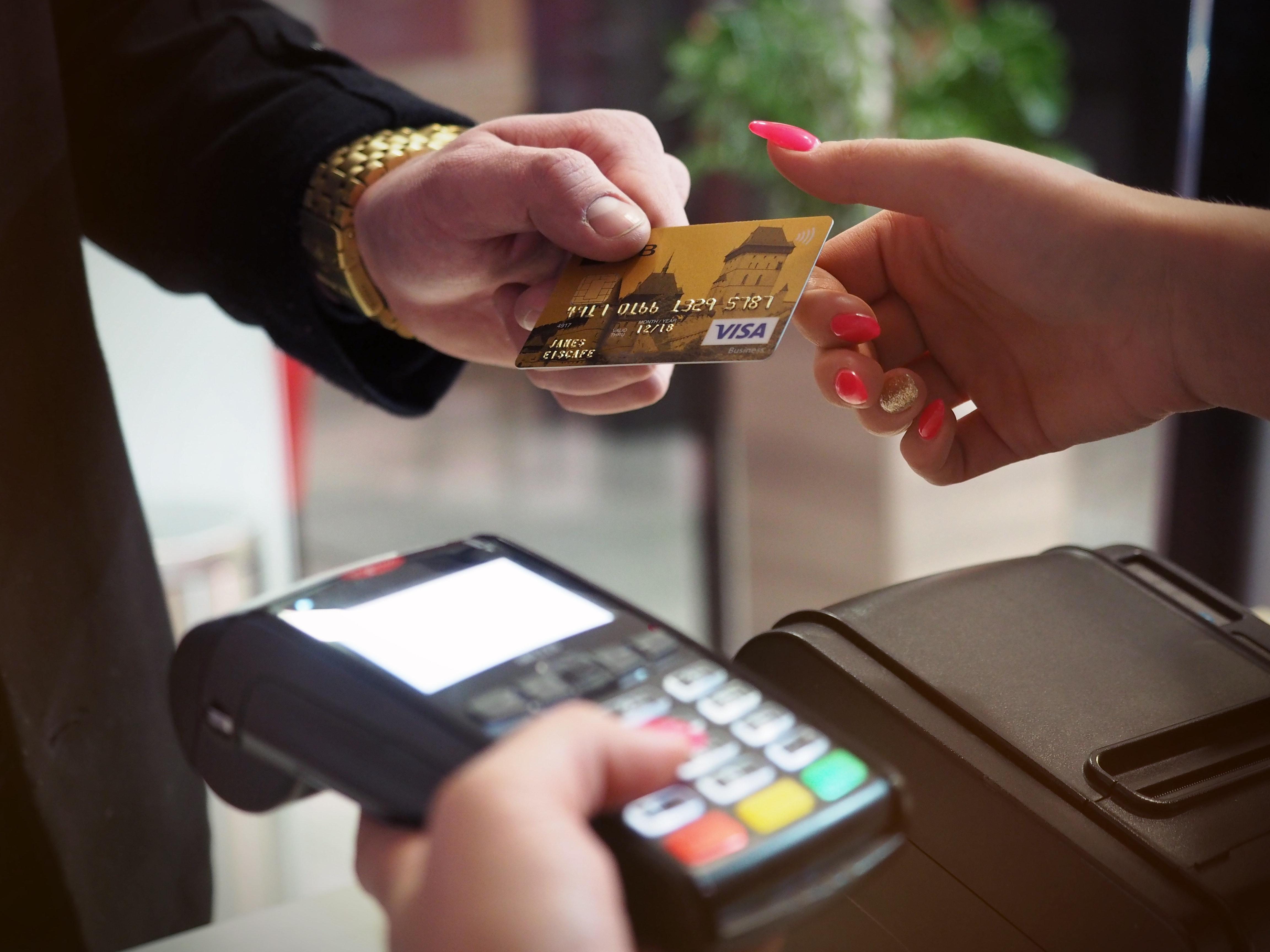 Estos son algunos consejos para no pagar comisiones bancarias