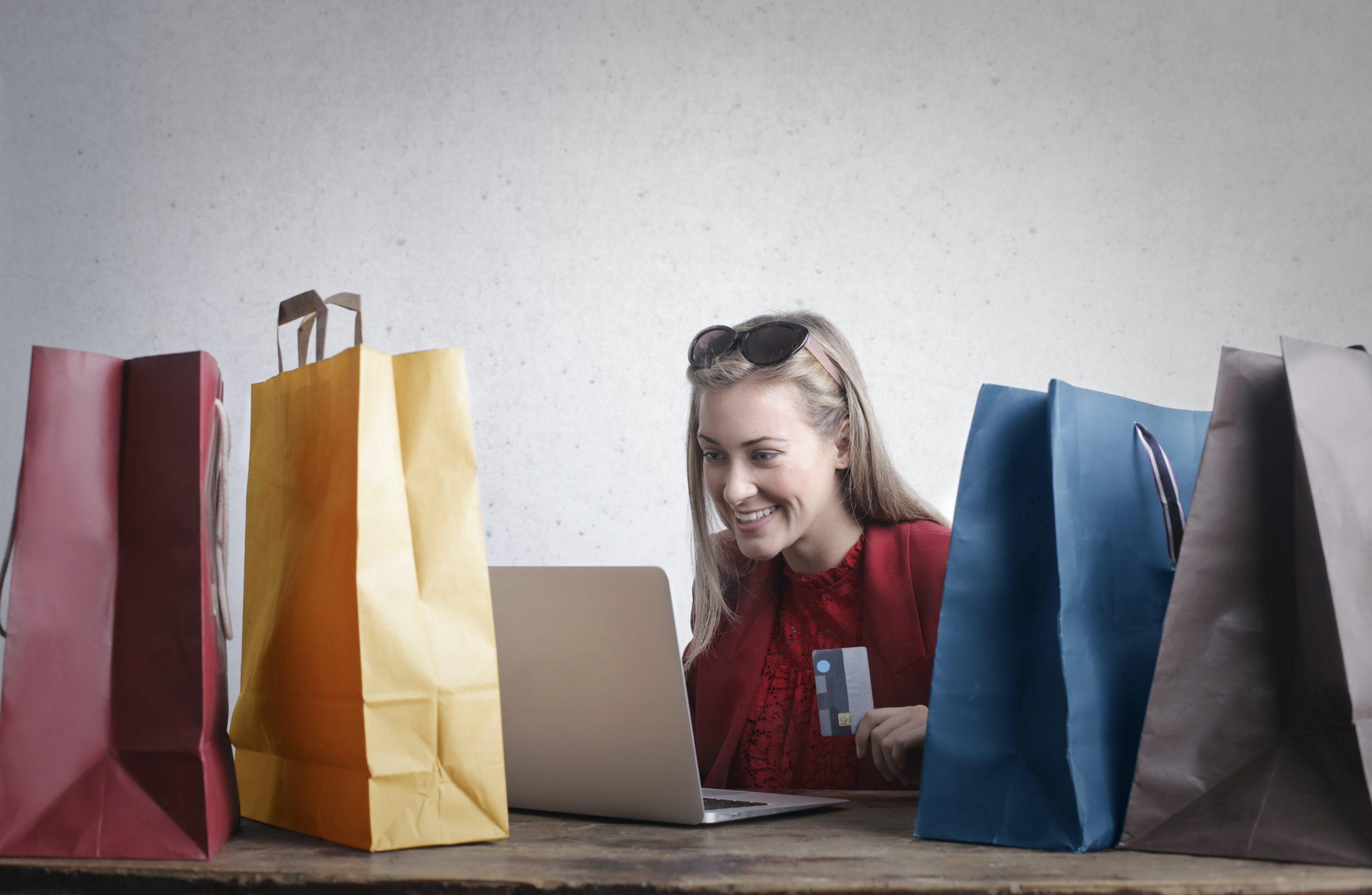 ¿Por qué llegamos a malgastar nuestro dinero con las compras?